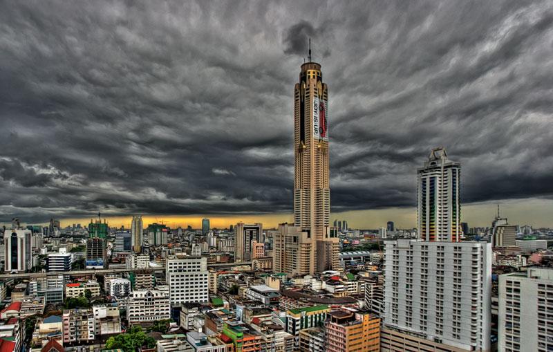 un diner à la tower baiyoke de bangkok